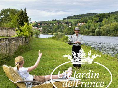 jardin Moselle avec Laure et Logo.jpg